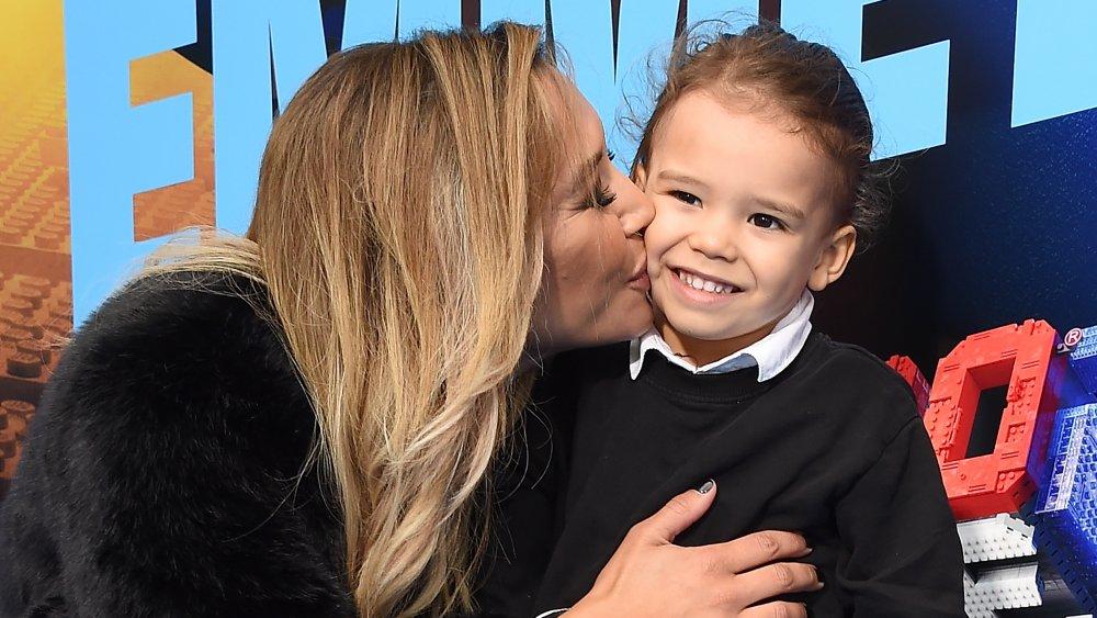 ナヤ・リベラが頬にキスする息子ジョシー・ホリス