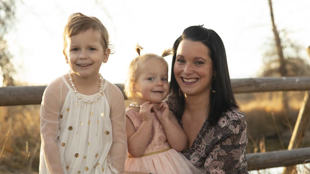 家族写真のシャナン・ワッツ、ベラ、セレステ