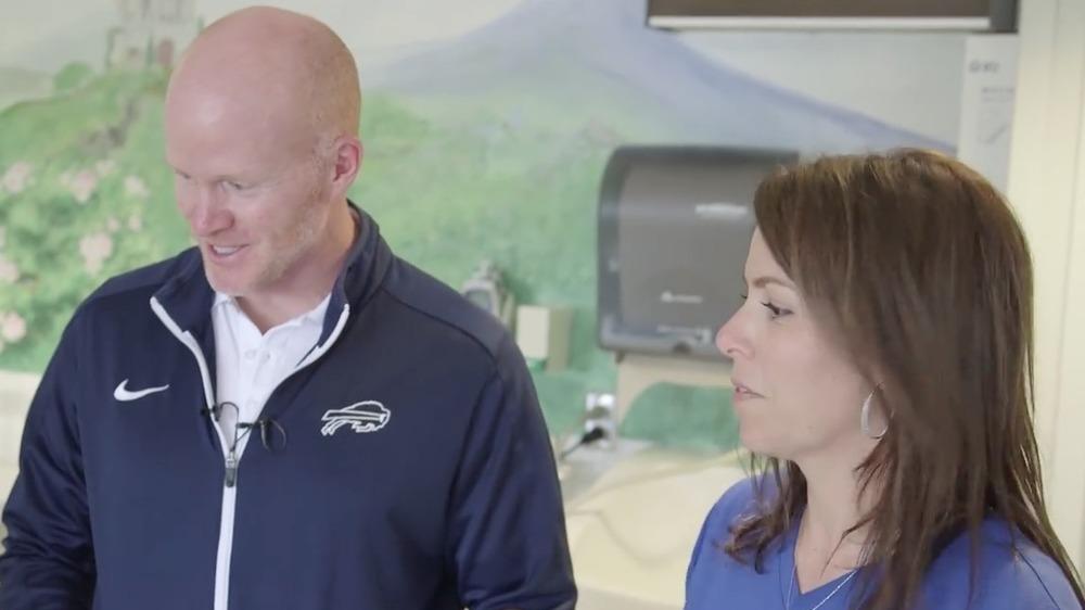 ショーンとジェイミー・マクダーモットがオイシェイ小児病院を訪問