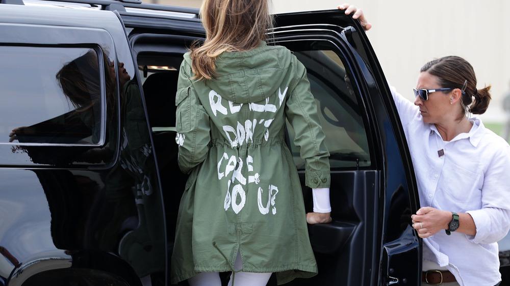 物議を醸しているザラのジャケットを着たメラニア・トランプ