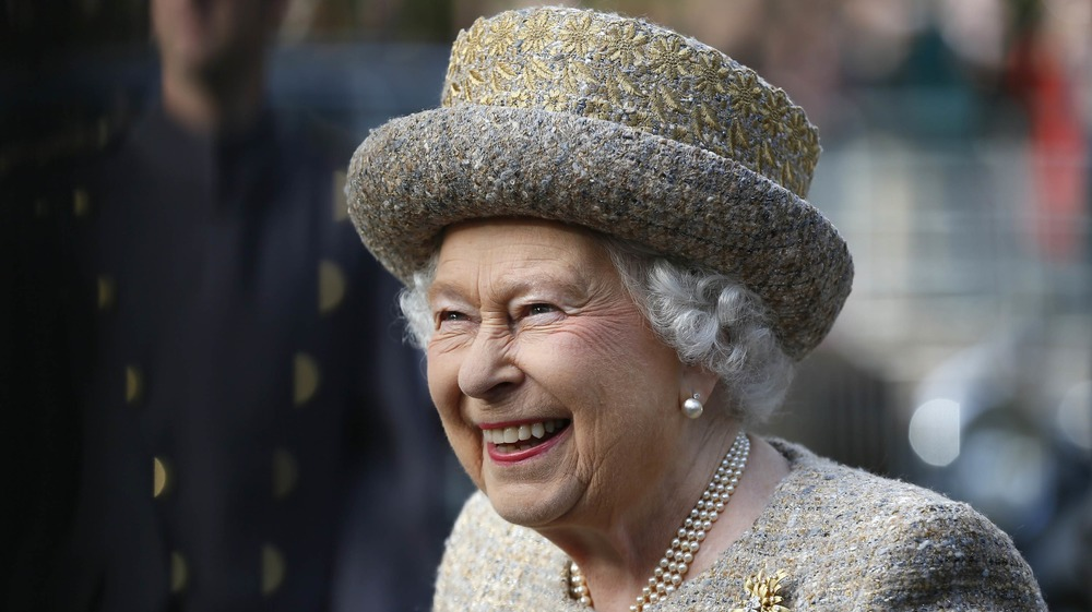 エリザベス女王が笑っている