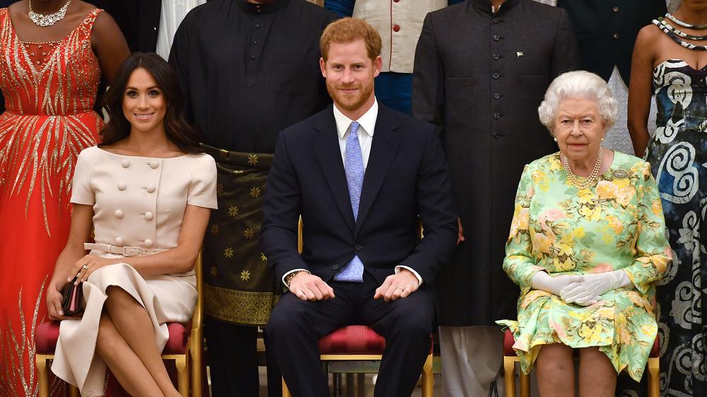 エリザベス女王、ハリー王子、メーガンマークル、全員が着席