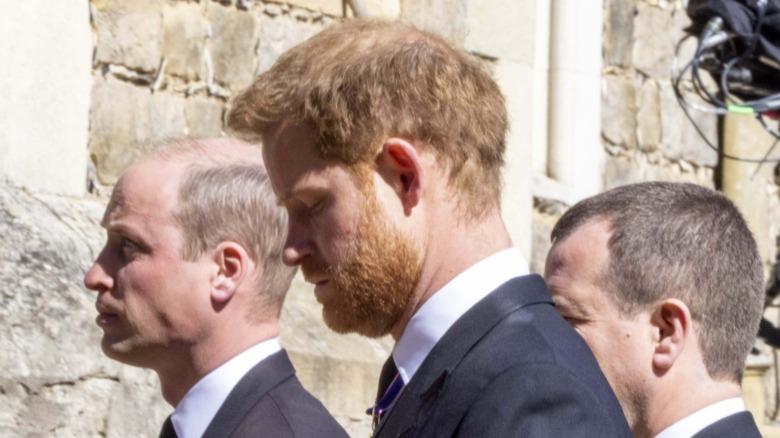 フィリップ王子の葬式でのウィリアム王子とハリー王子