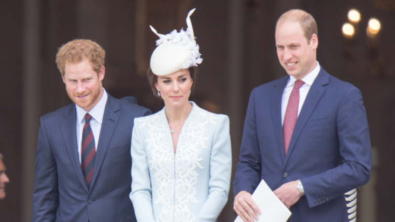 セントポールの階段に立つハリー王子、ケイトミドルトン、ウィリアム王子