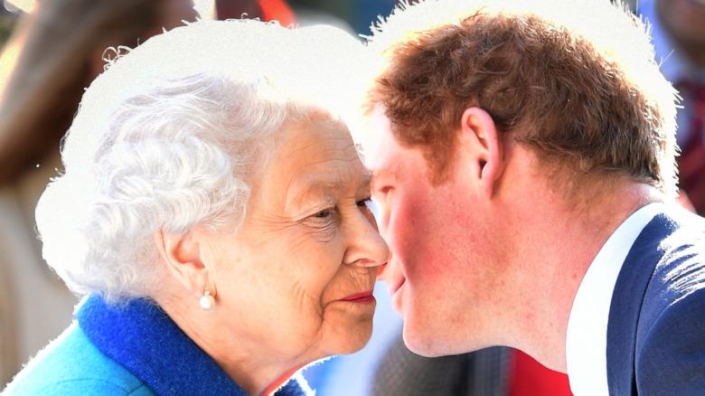 エリザベス女王とハリー王子