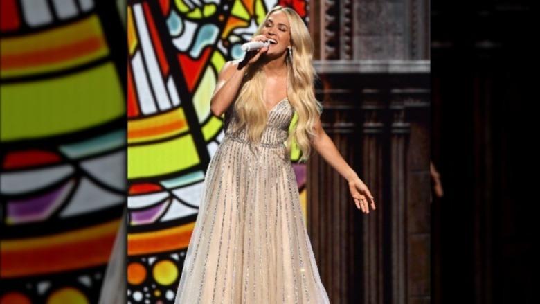 キャリーアンダーウッドは2021年のACMアワードに出演