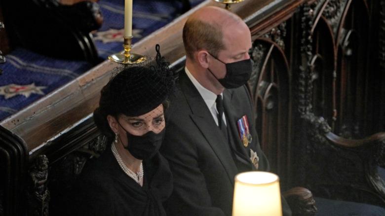 セントジョージ礼拝堂に座っているケイトミドルトンとウィリアム王子