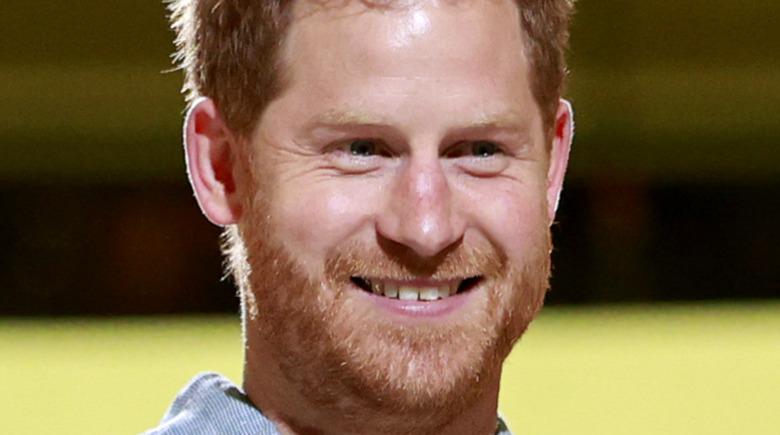 ハリー王子は曲がった歯