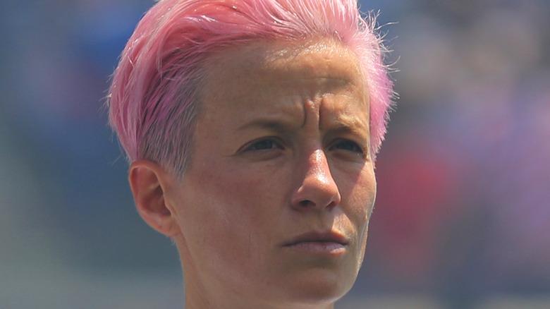 ミーガンラピノーピンクの髪