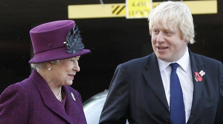 エリザベス2世女王とボリスジョンソン