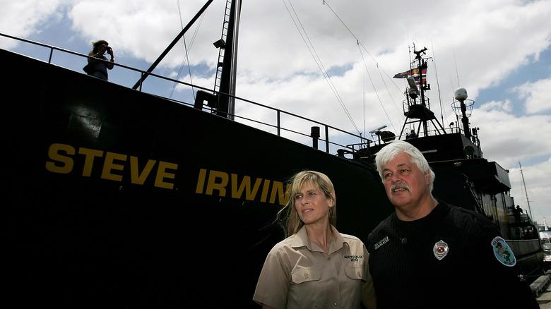 ポール・ワトソンとテリー・アーウィンとスティーブ・アーウィンの船