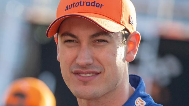 レーストラックでのジョーイ・ロガーノ