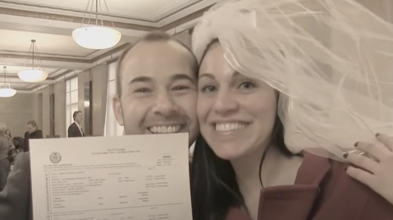 ジェームズ・マレーとジェナ・ヴルカーノと結婚証明書