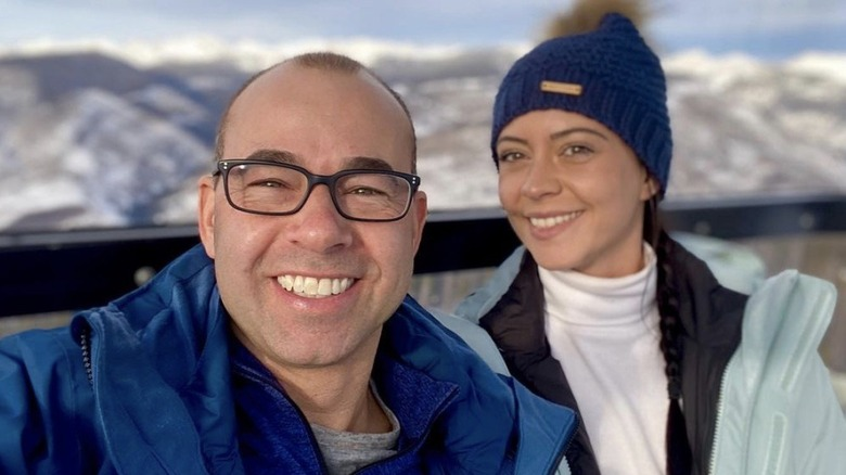 スキー旅行中のジェームズ・マレーとメリッサ・デイヴィス