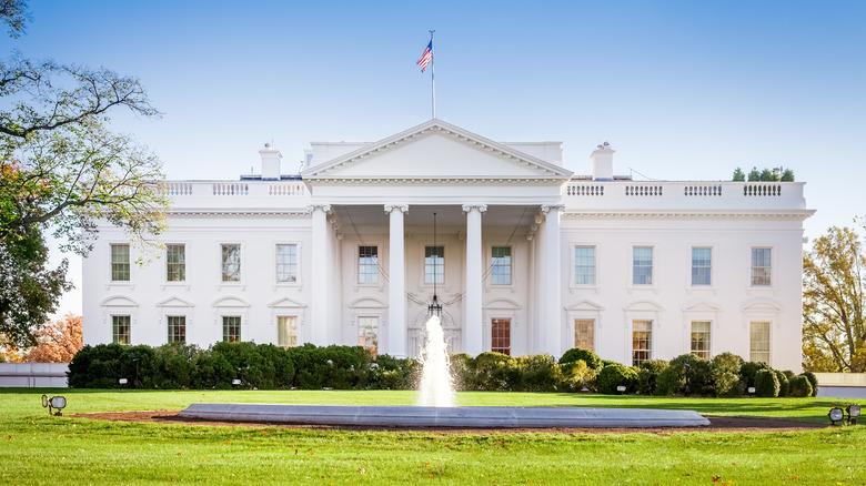 晴れた日のホワイトハウス