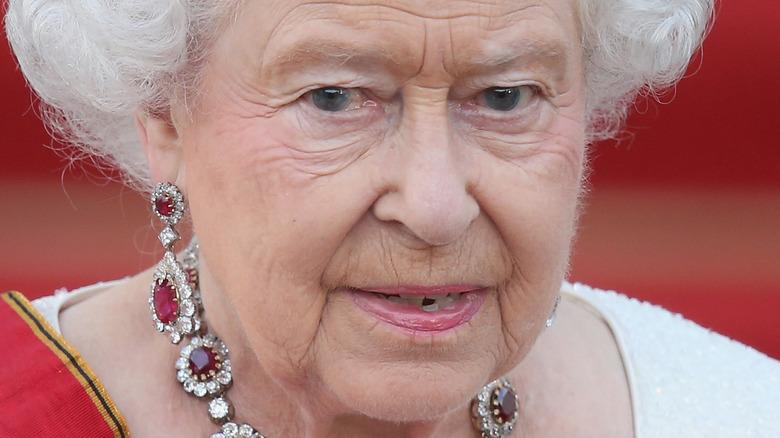 エリザベス女王、ポーズ