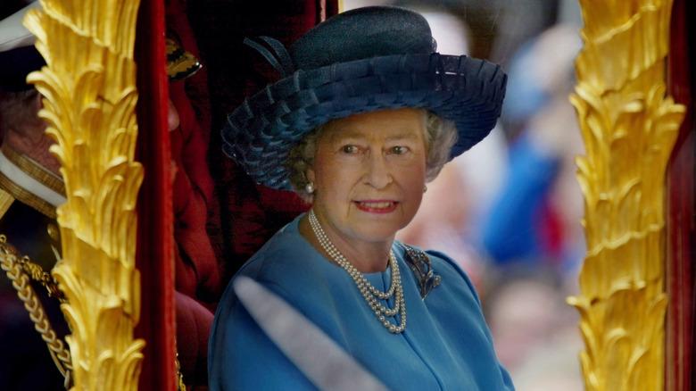 エリザベス女王ブルーハットゴールデンジュビリー2002