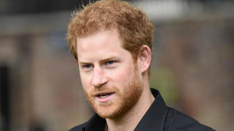 ハリー王子の黒いシャツ