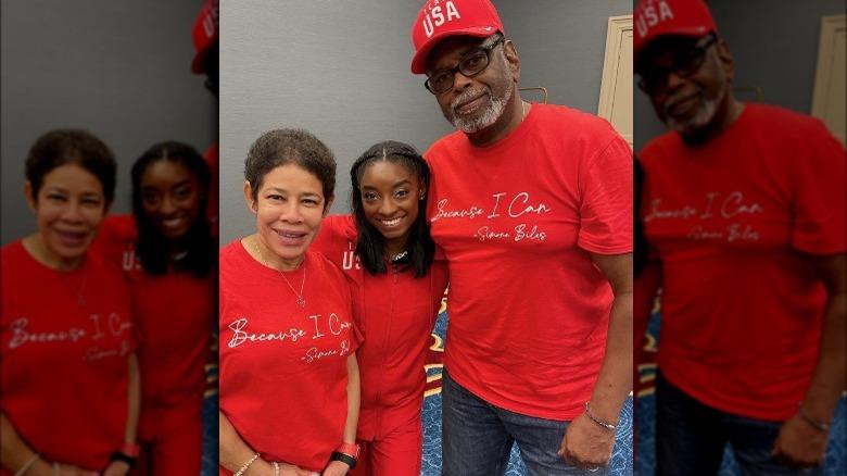 シモーネ・バイルズと両親