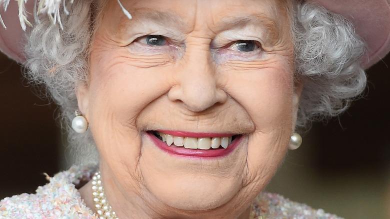 エリザベス女王のピンクの口紅