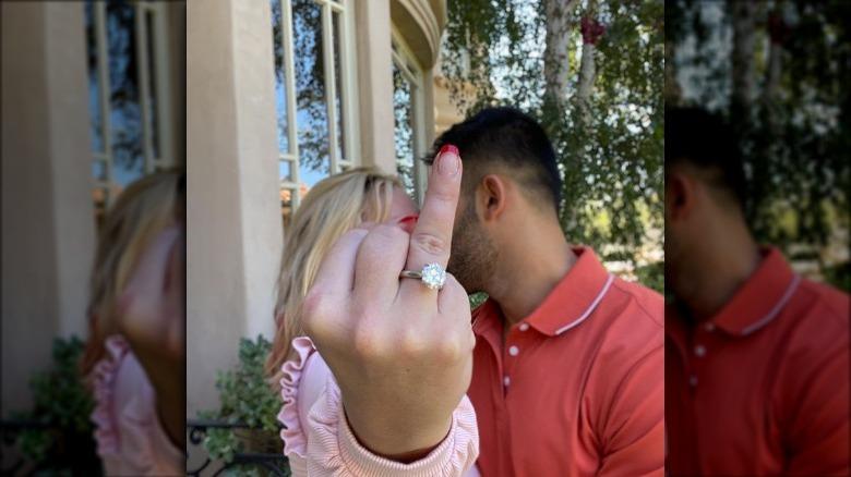 ブリトニー・スピアーズの婚約写真とリング