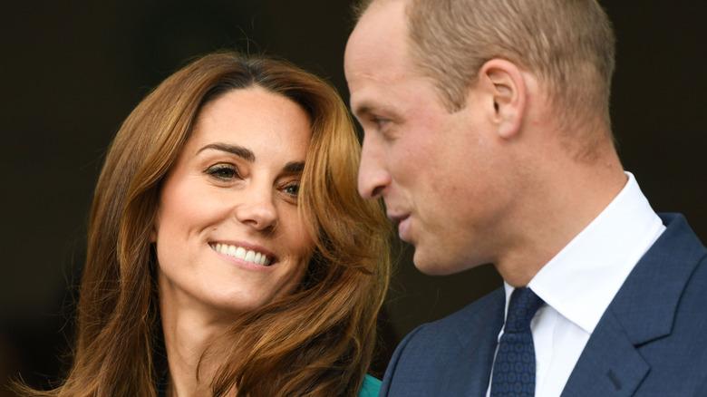 ケイトミドルトンとウィリアム王子のポーズ